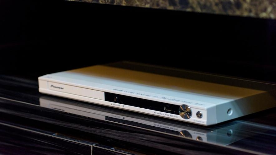 全てのお部屋にBlu-ray(DVD)プレイヤーをご用意