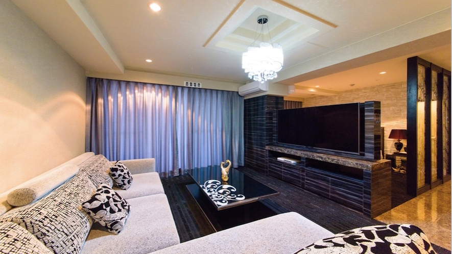 エグゼクティブクイーン【40㎡】ソファーとベッドの仕切りがあるお部屋