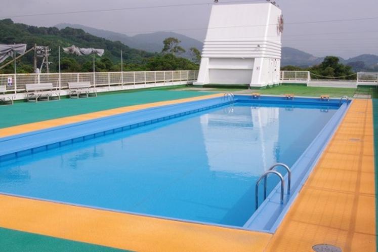 屋外プールが夏期のみオープン(9:00~17:00)