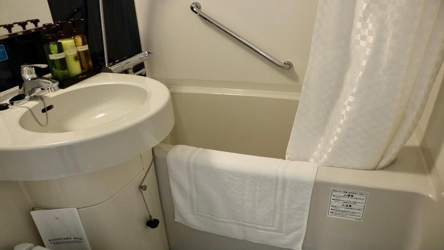 シングル バスルーム(バスタブを広く使用出来る様、Rカーテンパイプを採用)