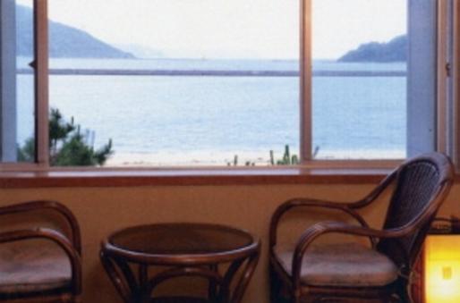 目の前に広がる唐津湾が一望できる白砂の海辺 8畳