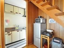 【備品】冷蔵庫・電子レンジ・電気炊飯器・クッキングヒーター・ポット完備