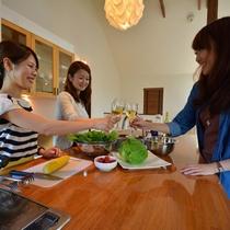 *キッチン/IHやレンジ、炊飯器付の大きなオープンキッチン!ワインなど飲みながら楽しく調理できますよ