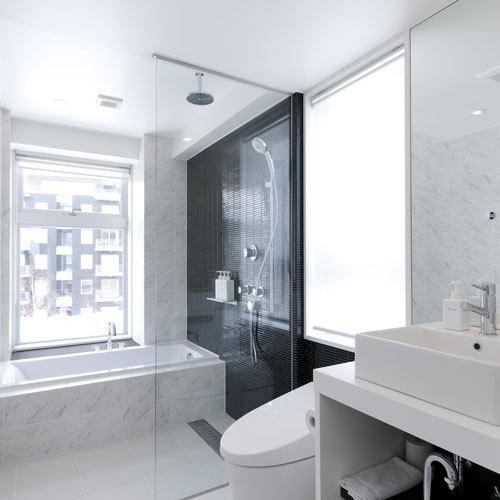 *2ベッドルームプレミアム浴場一例/窓付きのバスルームは解放感がございます。
