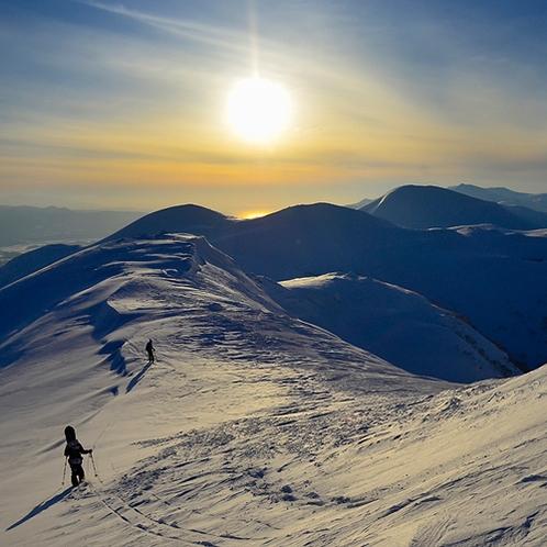 *ニセコHANAZONOリゾート/北海道の大自然に囲まれ、目の前に羊蹄山を見下げる圧巻の冬景色。