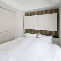 *2ベッドルームデラックス室内一例/ツインまたはダブルベッドの寝室