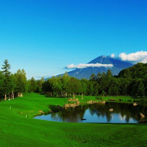 *ゴルフ/巧みにレイアウトされたコースも楽しめます。プレー後は大浴場でリフレッシュ!