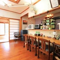 【ダイニング】自炊も可能・キッチン・冷蔵庫・レンジ・炊飯器など完備