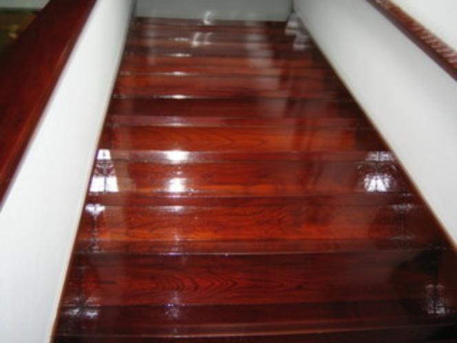 当館の欅造りの階段