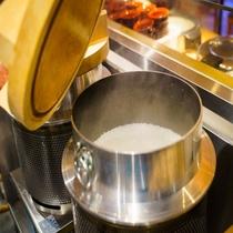 【定食屋「米どころん」朝食】 新潟産「こしひかり」を羽釜で炊いた自慢のご飯