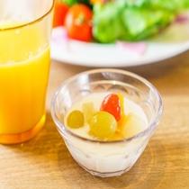 【定食屋「米どころん」朝食】 新潟県でしか食べられない「ヤスダヨーグルト」