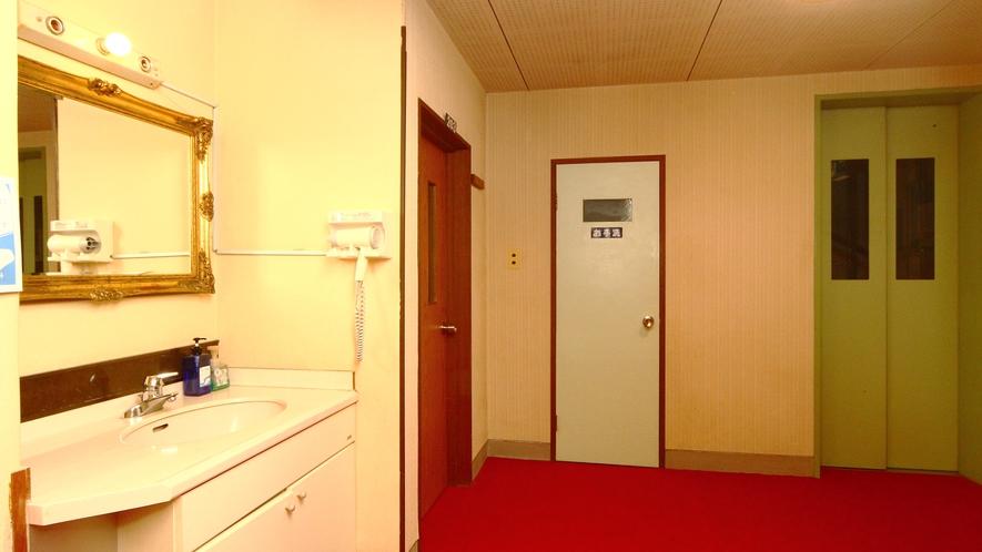 【エレベーター】当館5階建ての為、エレベーターがあります
