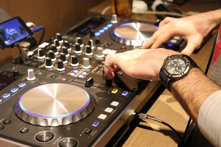 DJ ブース