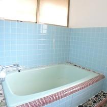*【平徳ハイツ】独立した風呂場がございます