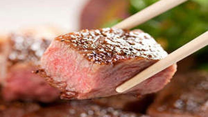 *夕食一例/焼き立ての「信州牛ステーキ」でお肉の旨みと香りをご堪能ください。