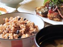 【酵素玄米】お赤飯のような食感とお味でご好評いただいております
