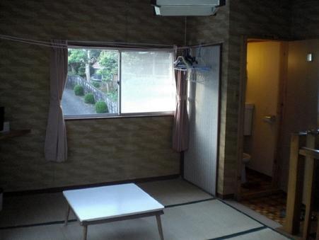 別館の二階、八畳の和室。部屋にトイレ有り。