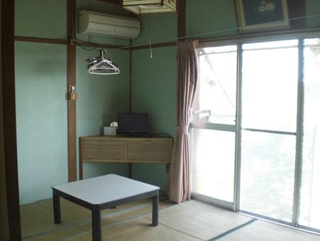 別館の一階、六畳の和室。