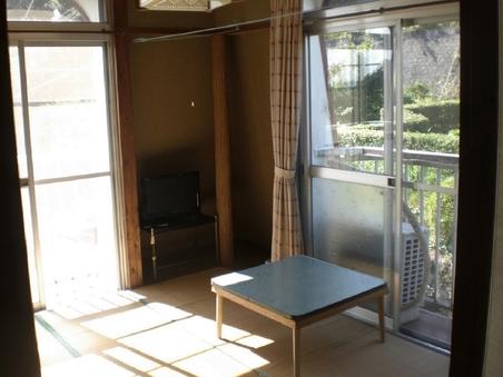 本館の二階、四畳半の和室。