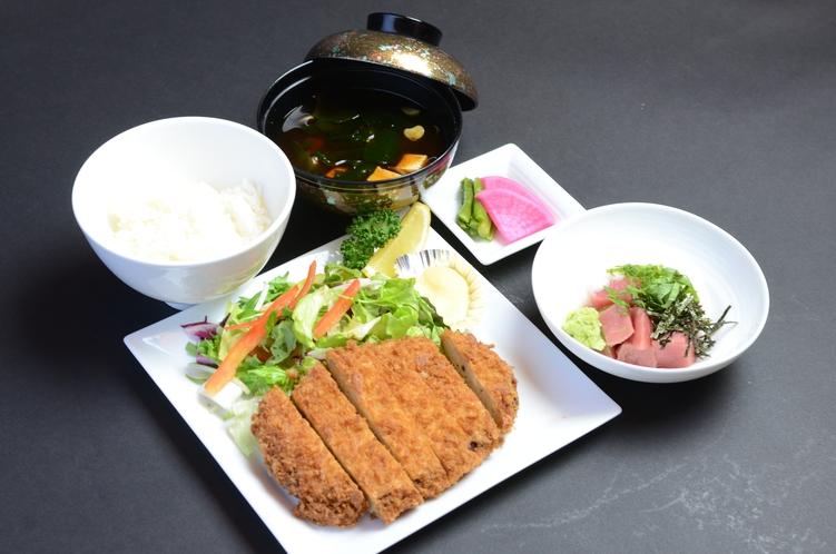 「美蔵」3種のディナープラン(鮪メンチカツセット)