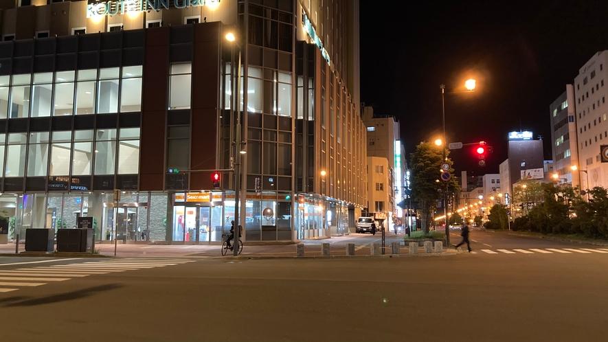 夜 ホテル外観