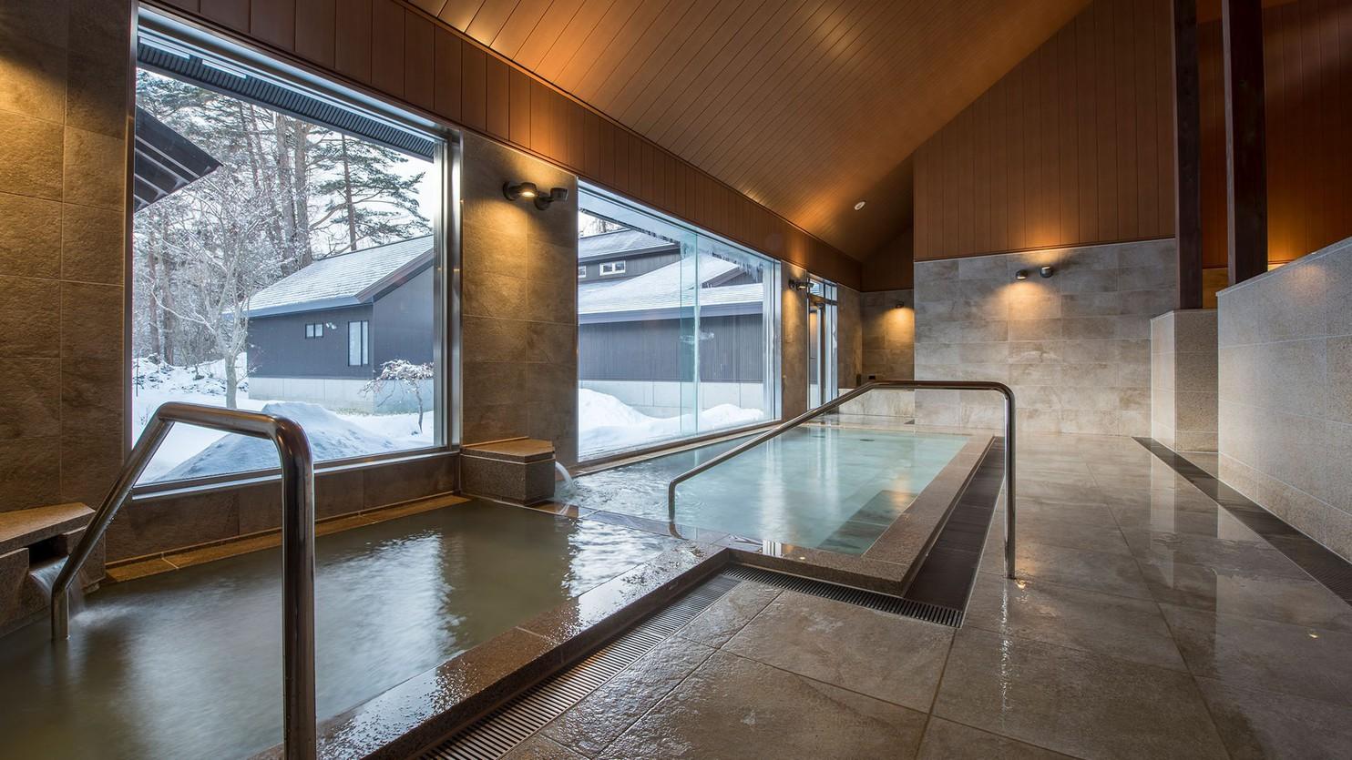 【虹の森温泉】大浴場 内湯は、モダンな雰囲気漂う、お洒落な空間となっています。