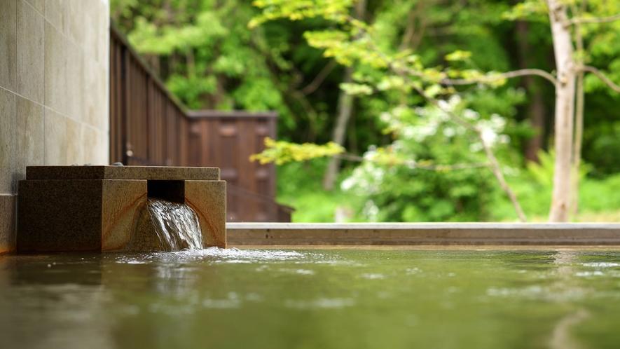 【虹の森温泉】猫魔離宮ご宿泊者様専用温泉。高級感溢れる開放的な空間で、美肌の湯に身をゆだねて。