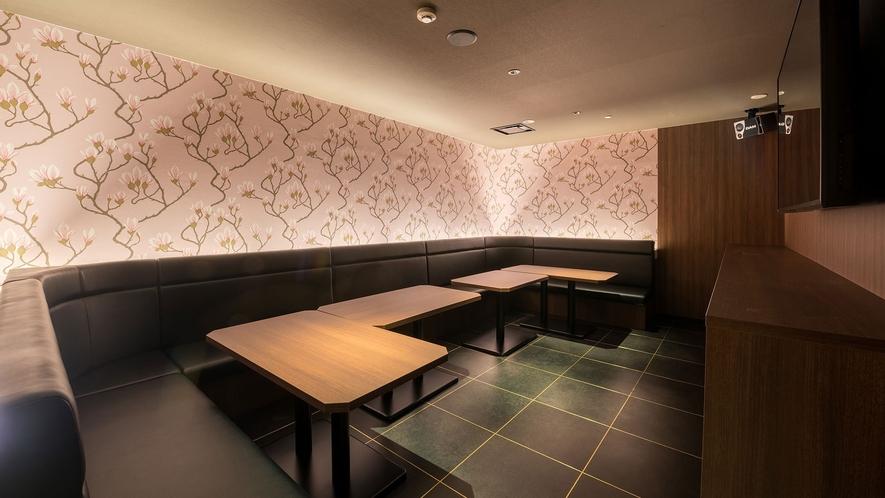 【カラオケルーム】内装の異なる大小様々な全10室。
