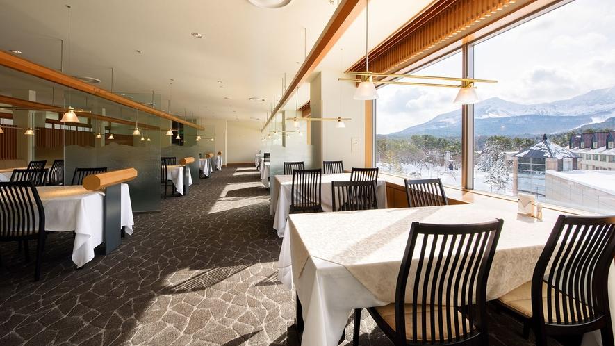 和食レストラン【和楽】大きな窓から雄大な磐梯山を望む当ホテルの和食メインレストラン。