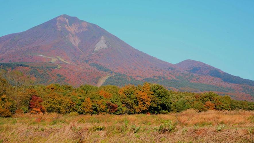 【秋の磐梯山】豊かな自然にふれあうことのできる四季に楽しいリゾート地です。