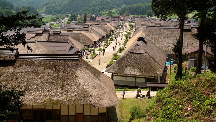 【大内宿】萱葺き民家が建ち並ぶ日本情緒溢れる景色。