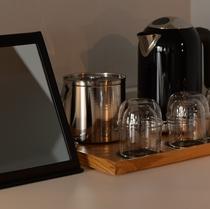 【客室備品】 ミラー、グラス、アイスペール、電気ケトル