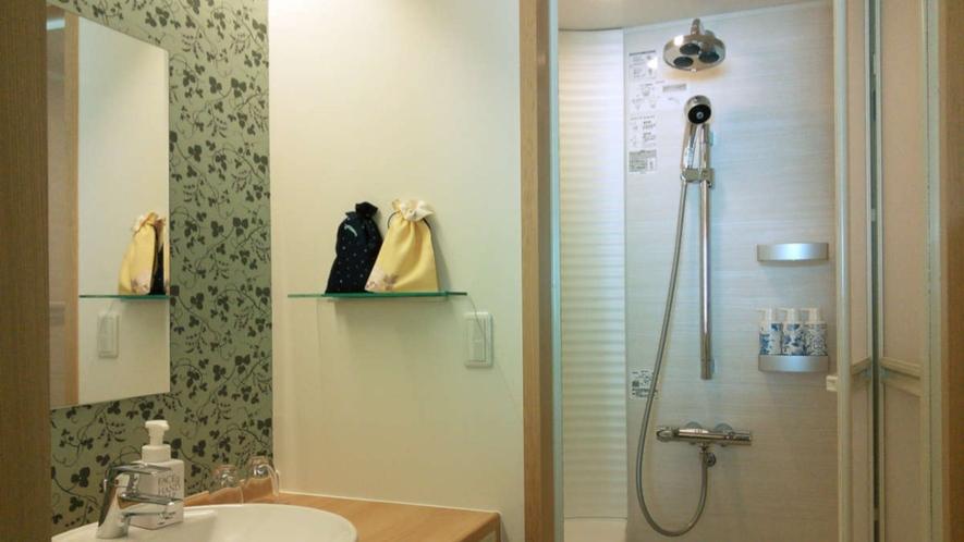 二種類のシャワーヘッド、さらに座ってシャワーを浴びることができます