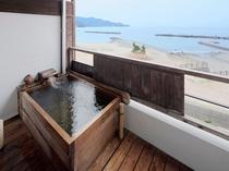 お部屋にある枡型露天風呂