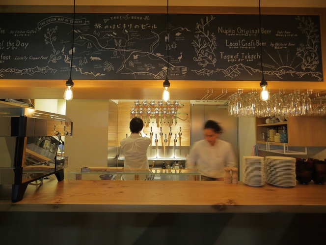 『CAFE&BAR NUPKA』では十勝士幌産大麦100%のオリジナルクラフトビールをご用意。