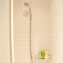 シャワーブースにはシャンプー/コンディショナー/ボディーソープをご用意。