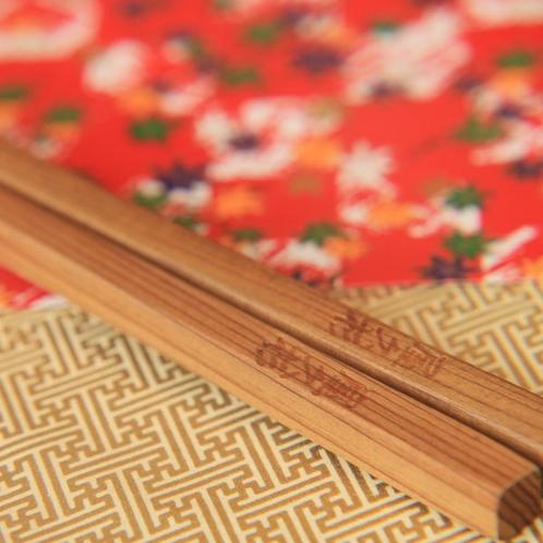 【癒しの館つわんこ】お食事の際のお箸も屋久杉です♪