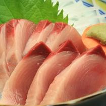 【夕食】かあちゃんのほっこり島料理逸品一例《ハガツオのお造り》