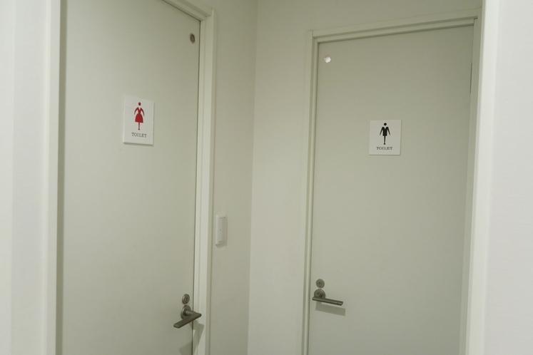男女別の共用トイレ