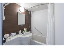 シングル バスルーム(バスタブを広く使用出来る様、Rカーテンパイプを採用。)