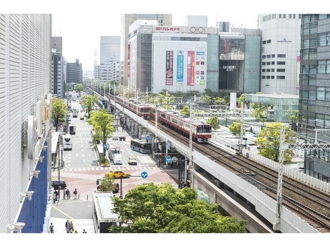京急川崎駅直結 駅ビル「Wing川崎」内3F(写真手前)     JR川崎駅(写真右奥より徒歩5分)