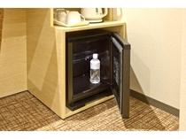 【客室 冷蔵庫】500mlペットボトル12本収納可