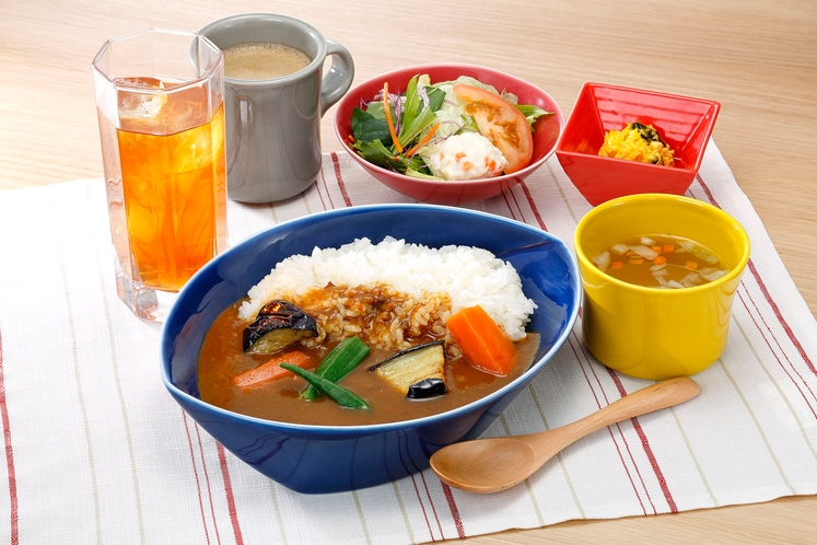 【ごろっと野菜の朝カレー朝食】 890円(税込)