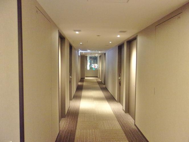 【客室廊下】