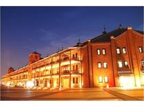 【横浜赤レンガ倉庫】JR川崎駅→桜木町駅(直通16分)桜木町より徒歩15分。