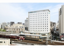 【外観】京急川崎駅中央改札より直結。駅ビル「Wing川崎」3階にフロントがございます。