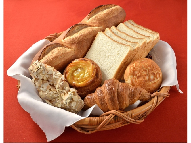 【ポンパドウル】1969年横浜元町で創業。焼きたてパンのベーカリー。毎日粉から作って焼きあげています