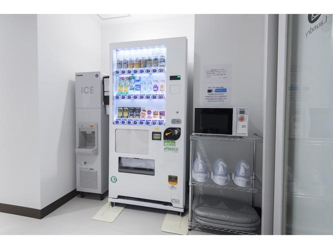 【3Fベンダーコーナー】自動販売機、製氷機、電子レンジ、貸し出し用アイロン設置