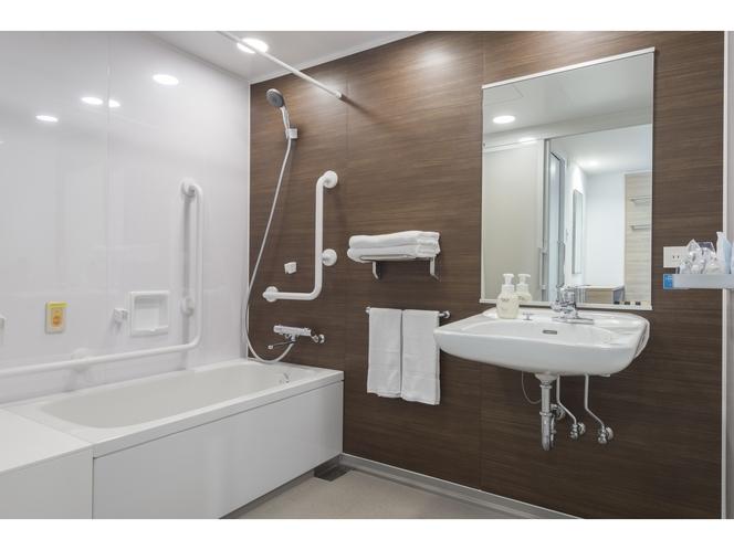 ユニバーサルツイン バスルーム ゆったりとしたスペースを確保しております。