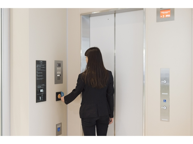 【1Fホテル直通エレベーター セキュリティ】夜間はルームキーによる解錠で入館出来ます